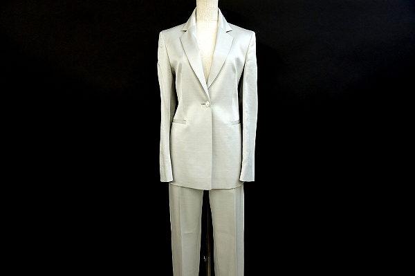大人のファッションを格上げするジャンフランコフェレのパンツスーツを買取いたしました