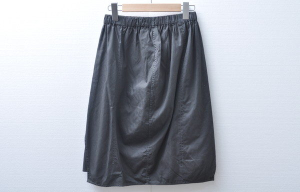 存在感を生かす装いを楽しんでいただけるヨーガンレールのスカートを買い取りました