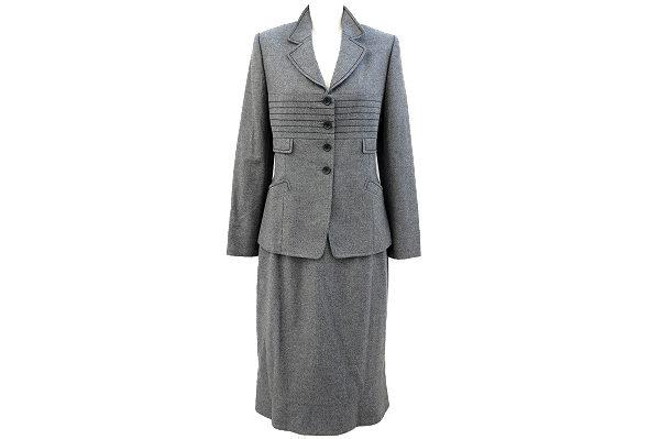 ベーシックなスーツでも自分らしさを表現できるジュンアシダのスカートスーツを買取いたしました