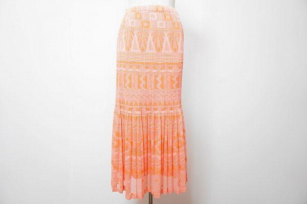 高いプリーツ技術がよりスタイルを素敵に見せる、プリーツプリーズのロングスカートを買取いたしました