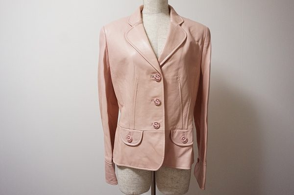 淡いピンクカラーで上品な印象のマダムジョコンダのレザージャケットを買取いたしました