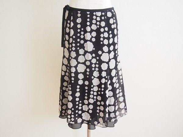シックな花柄が可愛らしいハロッズのスカートを買い取りました