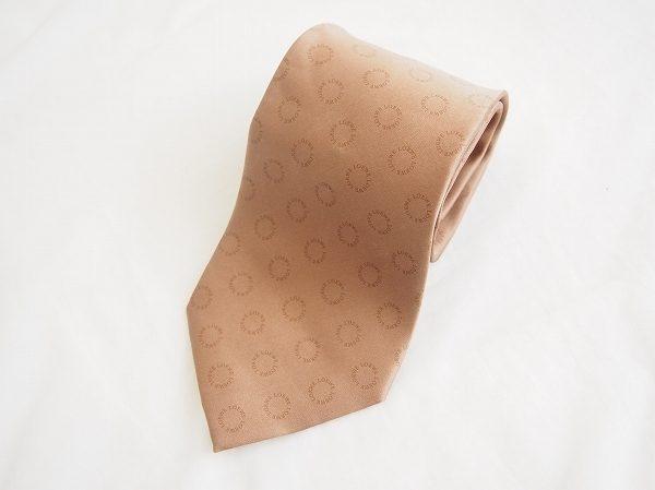 さりげなくお洒落な首元を演出してくれるロエベのネクタイを買い取りしました
