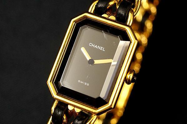 ブラック×ゴールドの高級感を感じて。シャネルの腕時計を買取いたしました