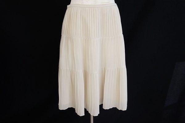 軽やかなフェミニンさを上品に取り入れて。23区のプリーツスカートを出張買取いたしました