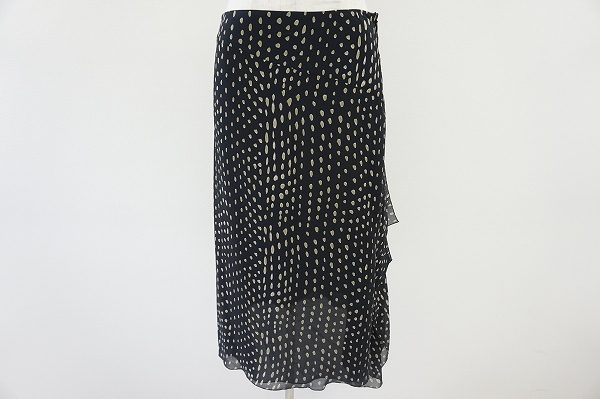 変形ドッドとシフォン生地が動きのある軽やかなマックスマーラのスカートを買取いたしました