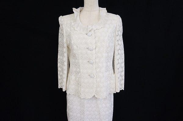 こなれた上品スタイルが楽しめる銀座マギーのホワイトスーツを買取させていただきました