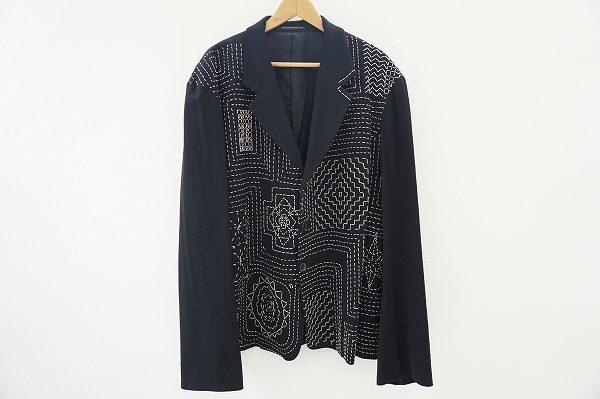 ブラックを背景にステッチが浮かび上がる美しいアート、ヨウジヤマモトプールオムのジャケットを出張買取いたしました