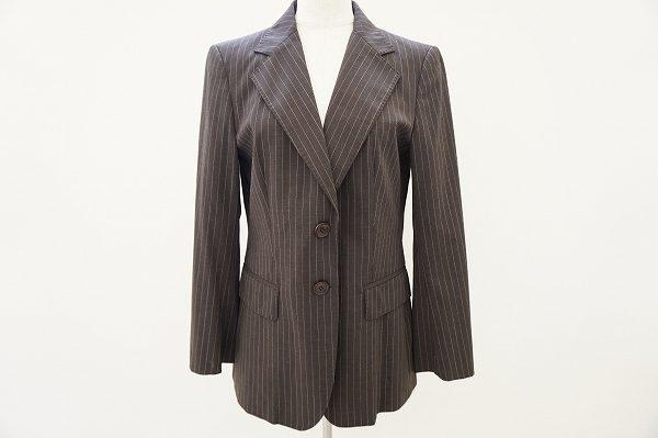 ビジネスシーンも安心!マックスマーラのストライプ調ジャケットをお譲りいただきました