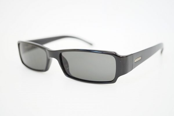 目元をクールに演出してくれるグッチのデザインサングラスを買い取りました