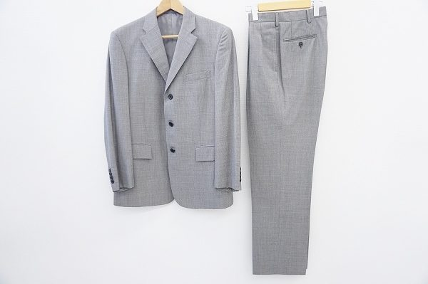 大人にぴったりの粋なスタイルが叶うニューヨーカーのグレースーツをお売りいただきました