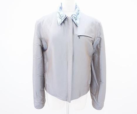 グレーと水色のリバーシブルでコーディネートの幅が広がるエルメス HERMESのレディースジャケットを買取させて頂きました。