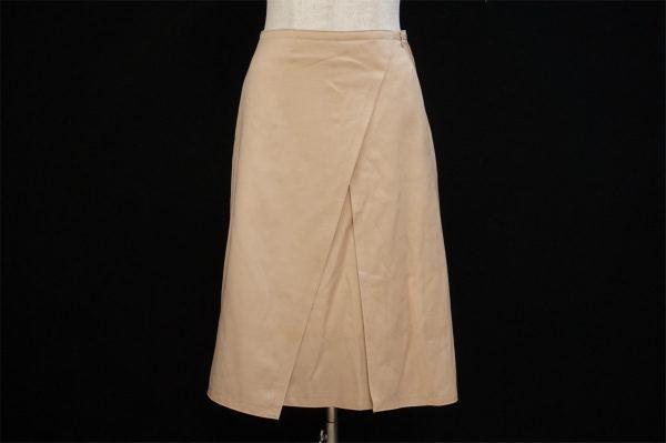 どの角度から見ても美しいシルエット、フォクシーのスカートを買取いたしました