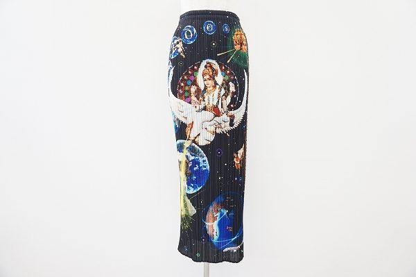 美品!プリーツプリーズの宇宙柄スカートをお譲りいただきました