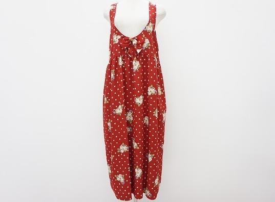 落ち着いた色味の赤にバラやピンドットが可愛らしいピンクハウス PINKHOUSEのジャンパースカートを買取させて頂きました。