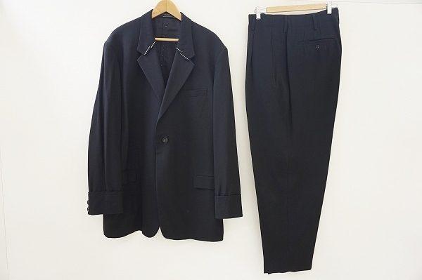 襟のデザインが斬新なヨウジヤマモトのスーツを査定させていただきました