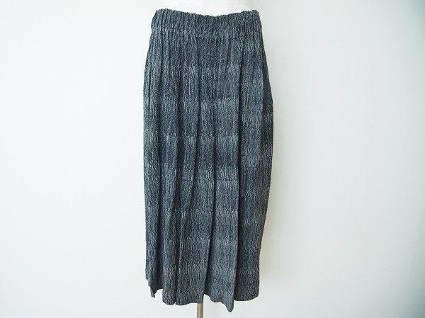オシャレと着心地を両方手にする、コムデギャルソンのスカートを買取いたしました