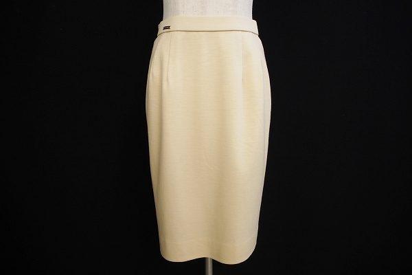 綺麗なアイボリカラーのレオナールのタイトスカートを買い取りました