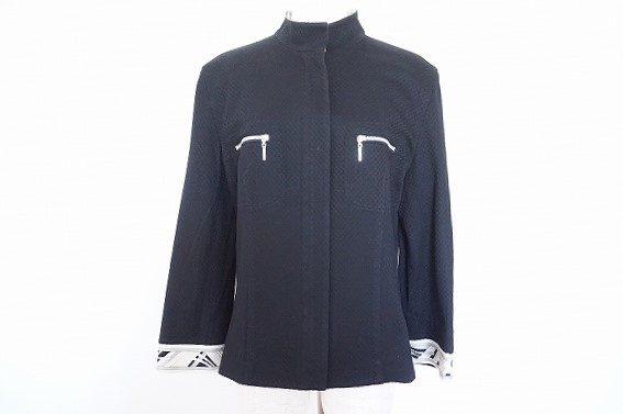 1枚持っていると便利なレオナールのジップアップジャケットを買い取りました